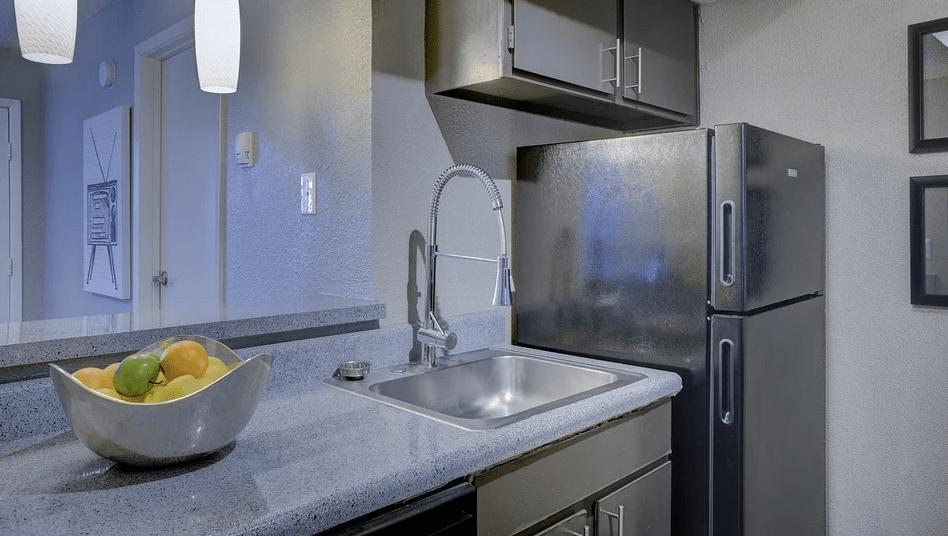 Auf einen Kühlschrank kann man in der Gastronomie natürlich nicht verzichten
